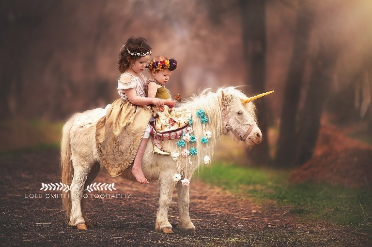 sisters on a unicorn by Utah photographer Loni Smith