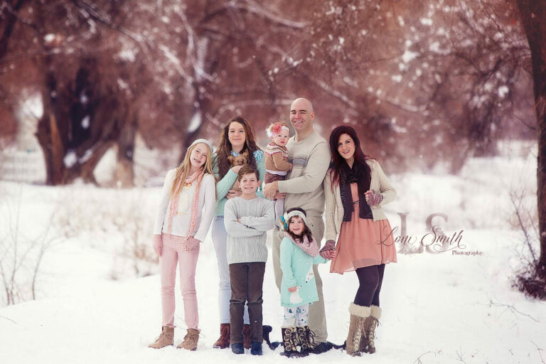 Winter portraits of families with Utah based Loni Smith Photography